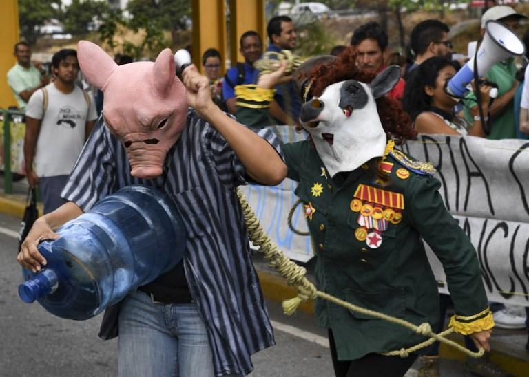 TOPSHOTS - VENEZUELA - CRISIS - WATER - SHORTAGE - EARTH - DAY - DEMO